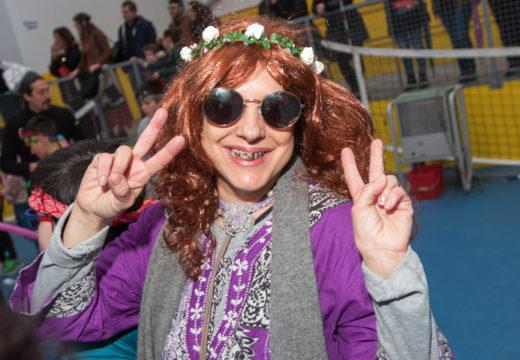 Os hippys dánlle a saída ao Entroido de San Sadurniño