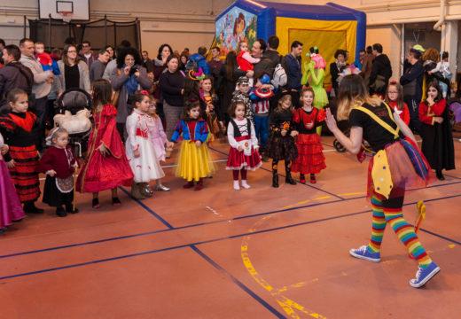 A festa infantil do Concello e a actuación de Pesdelán, pratos fortes do Entroido en San Sadurniño
