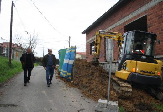 Arrincan as obras do Centro Social de  Meixigo tras quince anos de paralización
