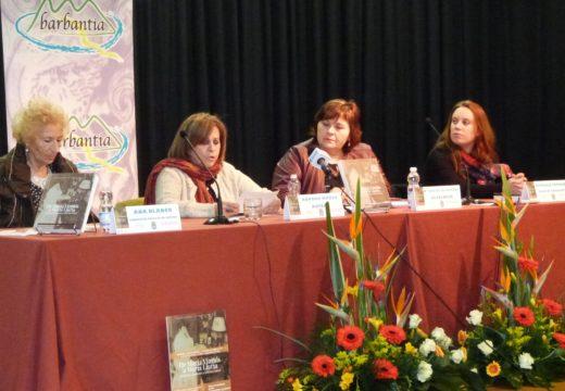 """Aurora Marco presenta en Lousame o seu libro """"De María Vinyals a María Lluria"""" , a posta en valor da """"voz do feminismo"""" na súa época"""
