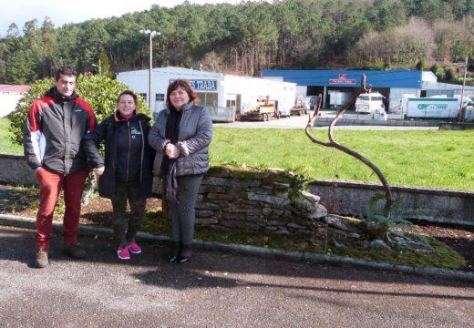 Verdes de Galicia entrega ao Concello de Lousame un muro cunha colmea do 1945 e unha cepa de viña que formou parte do Stand de Galicia premiado en FITUR 2018
