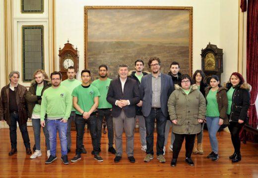 """Os doce alumnos do obradoiro de emprego de garantía xuvenil """"Coruña II"""" recibiron esta mañá os seus diplomas de fin de curso"""