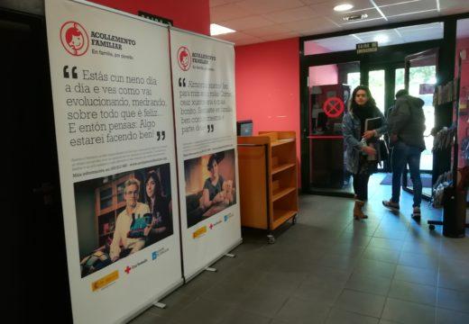 Mostra de Cruz Vermella 'Acollemento familiar. En familia, por dereito' en distintos edificios públicos de Ordes
