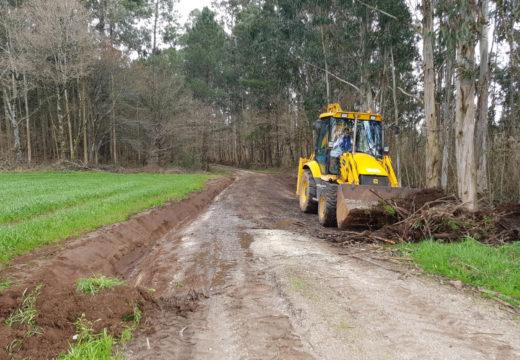 O Concello de Boqueixón executa as obras de mellora en pistas ao seu paso por dez parroquias