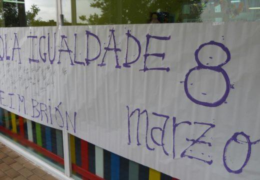 As traballadoras do Concello de Brión secundaron a folga do 8 de marzo e fixeron un paro entre as 12:00 e as 14:00 horas