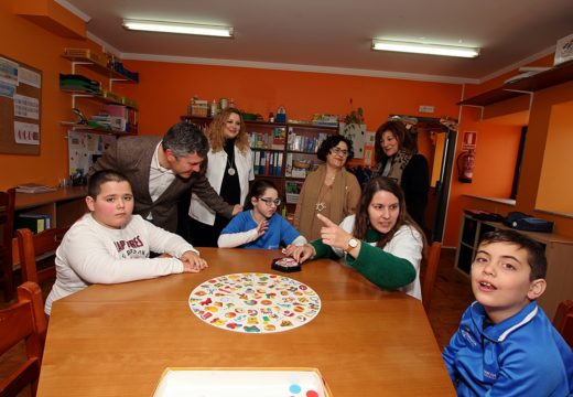A Xunta apoia o labor da asociación Amicos, que cumpre 18 anos traballando na comarca do barbanza pola integración