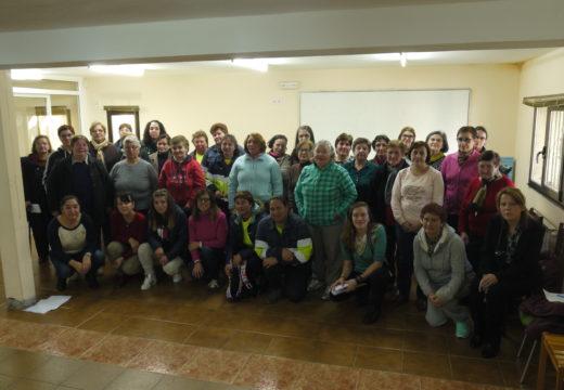 Un grupo de 40 mulleres de Touro participan con motivo do 8-M nun obradoiro para poñer en valor o protagonismo da muller
