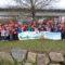 Alumnado do CEIP Alexandre Rodríguez Cadarso plantan 25 carballos e 5 castiñeiros na contorna do hipermercado Vegalsa-Eroski noiés