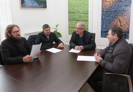 O Concello de San Sadurniño asina convenios por valor de 6.200€ con tres entidades relacionadas co sector primario