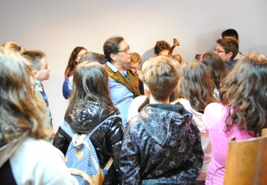 Alumnos do colexio Heroínas de Sálvora visitan o Lustres Rivas e a Biblioteca