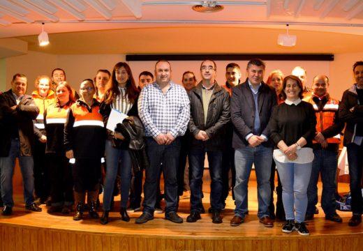 Voluntarios de oito agrupacións de Protección Civil da provincia da Coruña siguen en Negreira un curso de segundo nivel de loita contra incendios