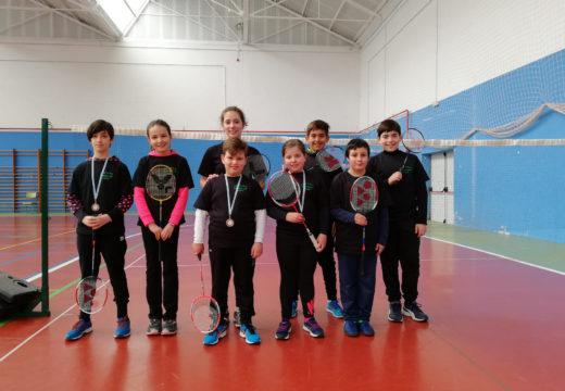 Nenos e nenas do Castelao clasifícanse para o Campionato Provincial de Bádminton