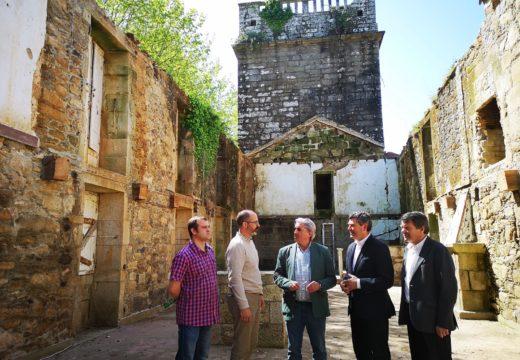 O delegado territorial da Xunta de Galicia na Coruña visitou en Boiro o inicio das obras de rehabilitación do pazo de Goiáns