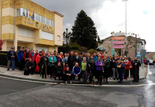Un total de 75 veciños e veciñas de Frades percorren a penúltima etapa do tramo galego do Camiño de Santiago: Arzúa – O Pino