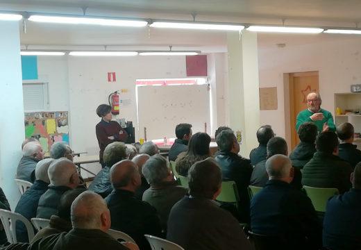 Un cento de persoas participaron na reunión informativa sobre o parque eólico de Ardemil organizada polo PSOE de Ordes