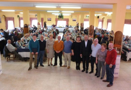 O Club de Xubilados de Lousame celebra os seus 15 anos de historia cunha homenaxe ás directivas entrante e saínte