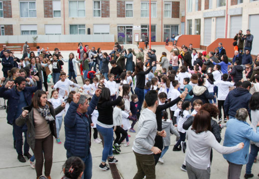 Máis dun cento de persoas desfrutan do Festival de Primavera das escolas de baile e música tradicional de Brión