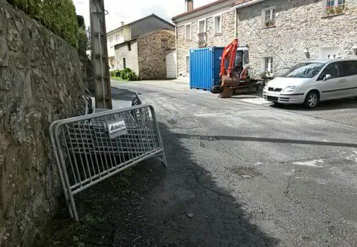 Comezan as obras de pavimentación de cinco quilómetros de estradas e o saneamento en La Calle (Pravio)