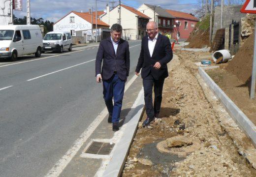 O delegado Territorial da Xunta e o alcalde de Noia supervisan o inicio das obras de construción da senda peonil de Orro