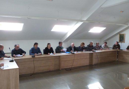 Unanimidade do Pleno de Brión para instar á Xunta a que negocie coa Igrexa a retirada das placas aos caídos en Viceso e Bastavales