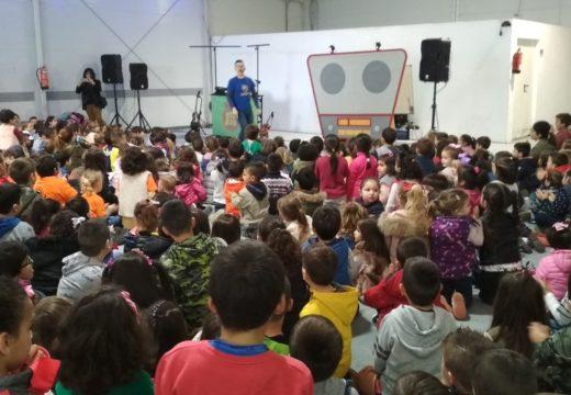 Máis de 500 escolares asisten a Radio Bule Bule no segundo día da Feira da Educación