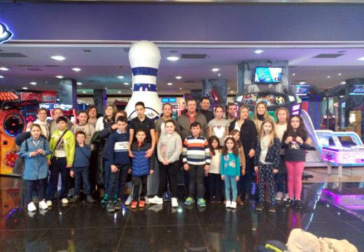 Trinta veciños e veciñas participan na saída á Coruña para ir ao cine e aos birlos organizada polo Concello de Frades