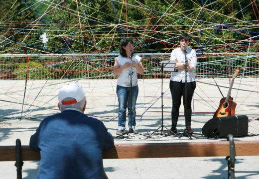 'Do Camiño Vivido' enche a alameda de Ordes de cor, música e poesía