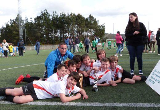 Os alevíns das Escolas de Fútbol Silleda e os benxamíns do Atlético Fátima, gañadores do VI Torneo de Fútbol Base F8 Lousame