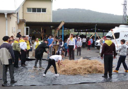 Centos de veciños e veciñas participaron na terceira edición Mercado Tradicional do CPI Cernadas de Castro de Lousame