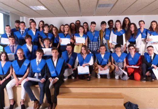 Acto de graduación de 37 alumnos e alumnas de 2º de Bacharelato do IES de Brión, con 12 expedientes por riba do 8,5