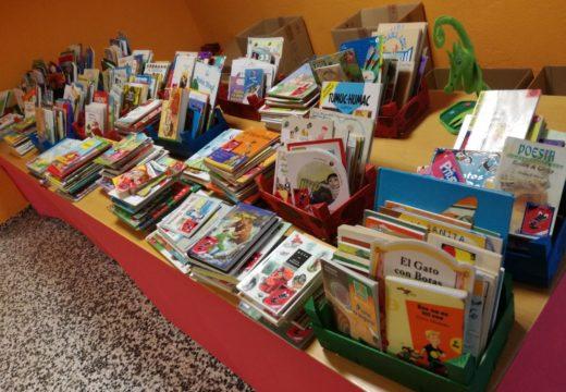 O CEIP Castelao recolle máis dunha tonelada de alimentos na I Feira do Libro Solidario