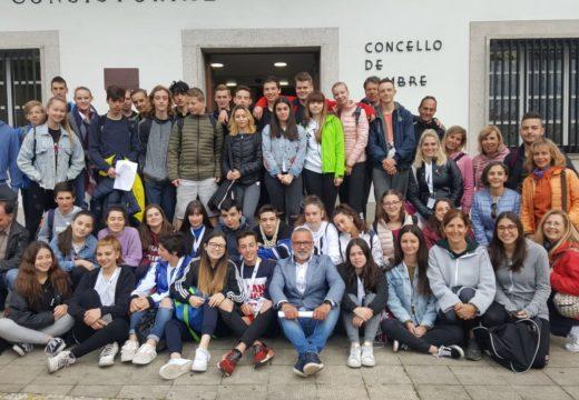 Alumnos europeos traballan en Cambre nun proxecto educativo para cambiar os malos hábitos alimentcios