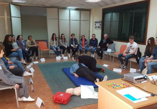 Veciños e veciñas aprenden primeiros auxilios nun curso organizado polo Concello de Frades