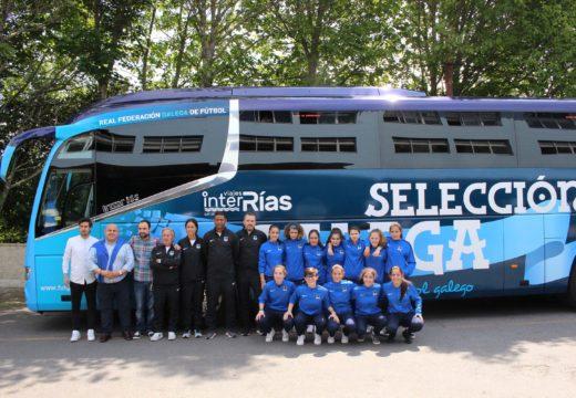 As xogadoras da Selección Galega Infantil de Fútbol Sala visitan o colexio Jaime Balmes