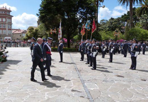 """Santiago Freire destaca que o acto de xura de bandeira do persoal civil """"simboliza a gran colaboración entre Noia e o EVA 10"""""""