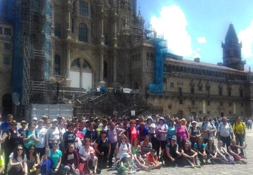 Cen veciños e veciñas de Frades percorren a última etapa do tramo galego do Camiño de Santiago: Arca – Praza do Obradoiro