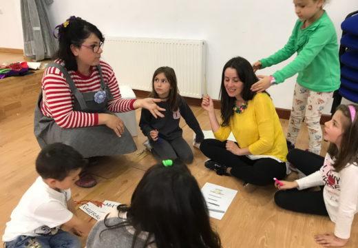 Nenos e nenas de Touro fan 'Contos vivos que fan poesía'