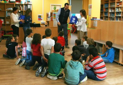 A Mancomunidade de Ordes entrega o primeiro lote de libros do concurso 'Rosalía verso a verso'