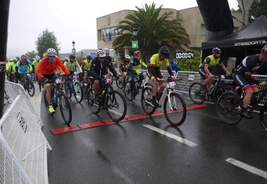 Un centenar de afeccionados ao ciclismo na natureza participaron na IX Ruta Río Ulla en BTT de Touro
