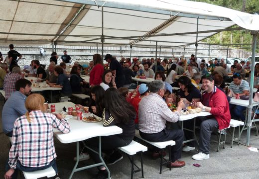 Cheo total no campo da festa de San Roquiño para a IX Festa Gastronómica do Carneiro
