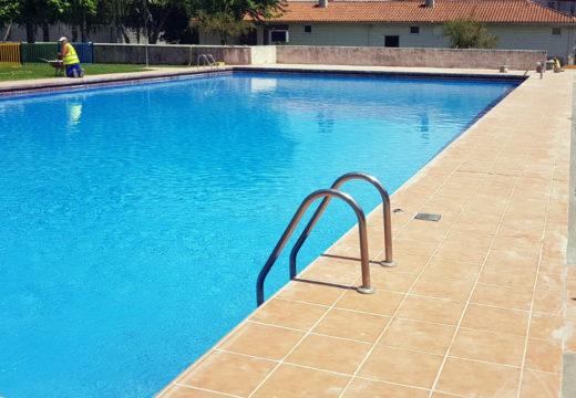 O Concello de Boqueixón abriu as portas da súa renovada piscina municipal