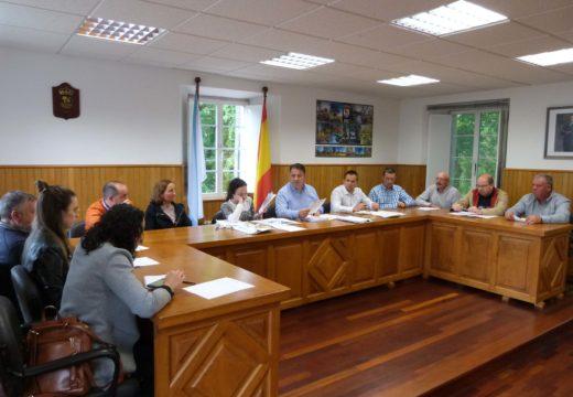 O Concello de Frades aproba o proxecto de mellora das beirarrúas de Ponte Carreira e pide á Xunta o arranxo da AC-524 en Abellá