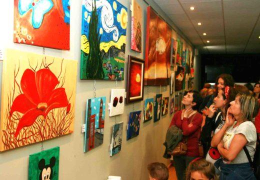 Xosé Manuel Mira asiste á inauguración da exposición de pintura dos cursos organizados polo Concello de Ordes