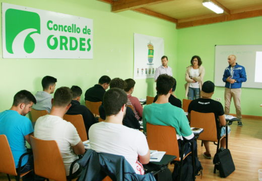 Ana Soneira abre o curso de curso de monitor de fútbol base da RFGF