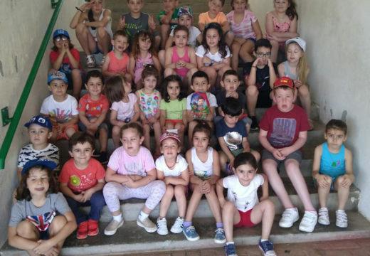 Trinta e cinco nenos e nenas participan no campamento de verán do Concello de Frades