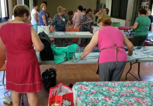 Quince veciñas de Frades participan nun curso de confección e patronaxe