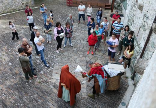 Éxito na primeira visita teatralizada ao castelo de Moeche