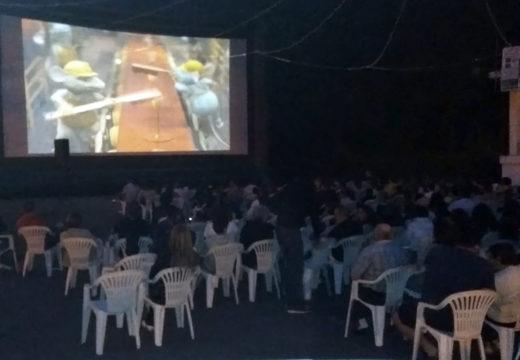 Éxito da Noite de Cine con arredor de 200 participantes na proxección realizada na Carballeira de Rodiño