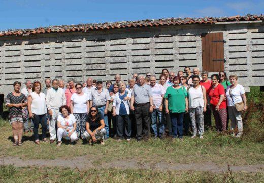 Veciños e veciñas de Touro visitan a Costa da Morte