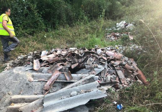 O Concello de Noia investiga a procedencia dun vertido de materiais de construción nunha parcela a carón da estrada Santiago-Noia